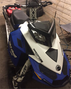 2009 ski-doo summit 800 xp 153 ( low km , great sled )