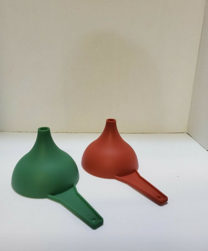 TUPPERWARE Large Funnel Christmas red and green 2 pack