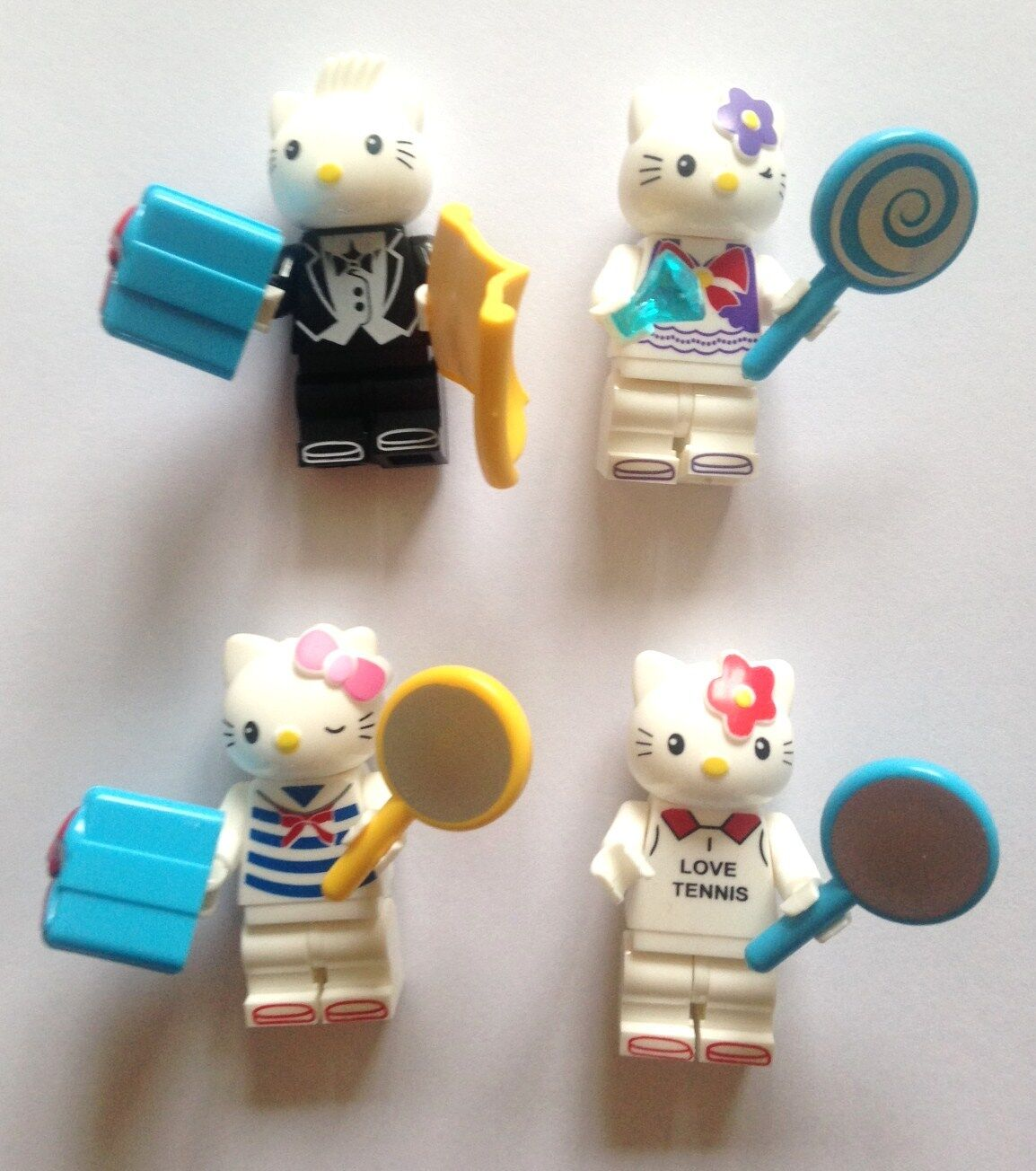 HELLO KITTY Minifigures Set of 4 Minifigure with Accessories Fits Lego 1 NEW