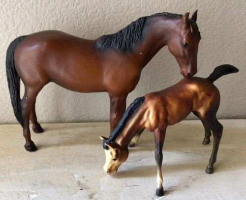 Breyer Traditional Pair - Thoroughbred Mare & Grazing Foal #3155 & #151