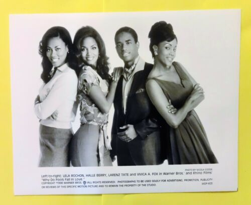 """WHY DO FOOLS FALL IN LOVE"" Halle Berry & Vivica A. Fox - movie photo still"