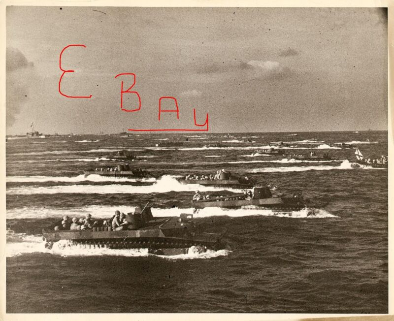 WWII HUGE 8x10 PHOTO US MARINES 1ST WAVE HEADING ONTO IWO JIMA 2.19.1945 LOOK