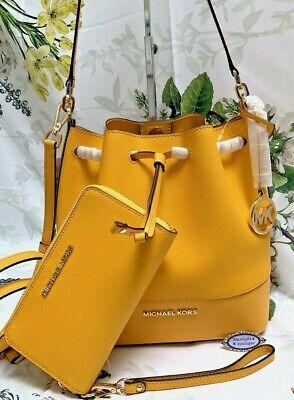 MICHAEL KORS TRISTA MEDIUM BUCKET Bag+Wristlet/ Wallet In JASMINE YELLOW Leather