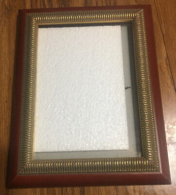 """SOLID CHERRY WOOD RAISED Gold Tone Ornate Picture Frame 5""""x 7"""" Great Condition (Cherry Wood Frame)"""