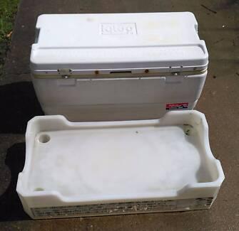 94 quart Igloo cooler and base