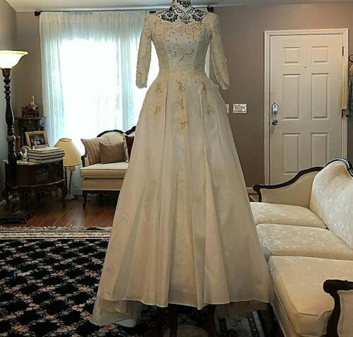 GORGEOUS VINTAGE SZ 00 XS IVORY White WEDDING GOWN WITH WOOD BEADED ALENCON LACE