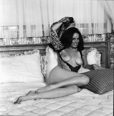 """N2-0091 B&W 2.25""""/2¼"""" Negative Vintage 1960s Nude Linda McDowell"""
