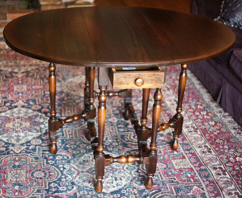 Antique William Mary 1800s Drop Leaf Gate hand turned Legs Oval Table Mahogany