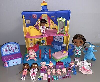 """Doc Mcstuffins House """"The Doc Is In"""" Vet Clinic w/41  Figures Furniture Dolls"""