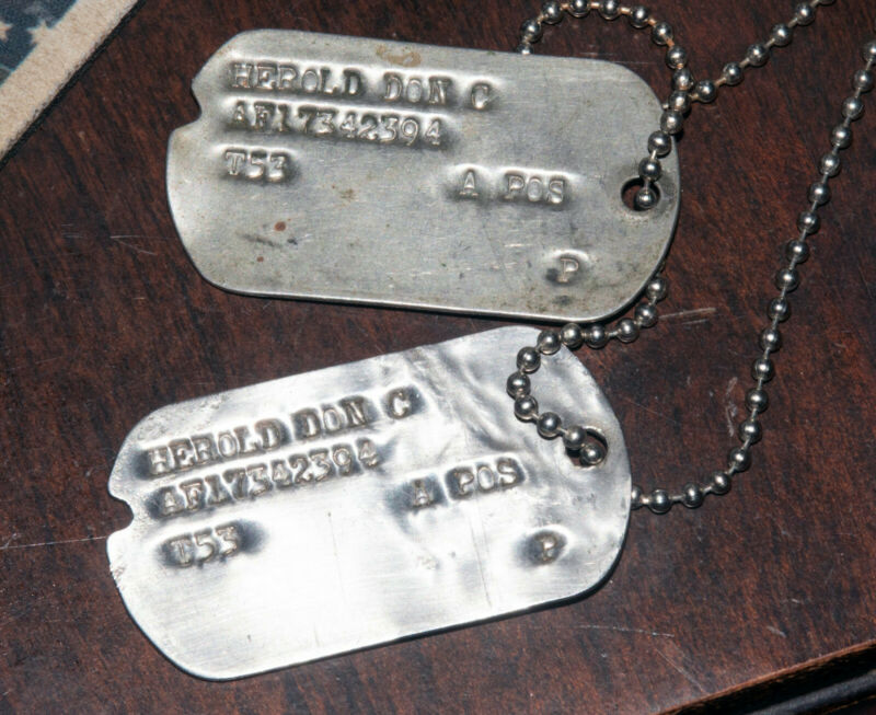 Korean War Era 1953 US Air Force Notched Dogtags Dog Tags and Chain