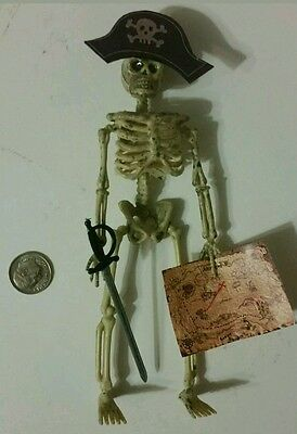 Dollhouse miniature skeleton pirate with map  1/12  Halloween decoration ](Map Halloween)