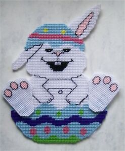 Easter-Bunny-in-Egg-Wall-Hanging-Plastic-Canvas-Pattern