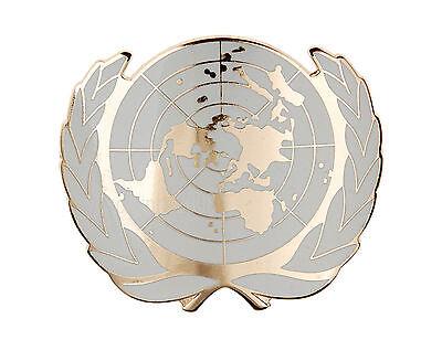 UN UNITED NATIONS METAL BERET CAP METAL PIN BADGE GOLD-33949
