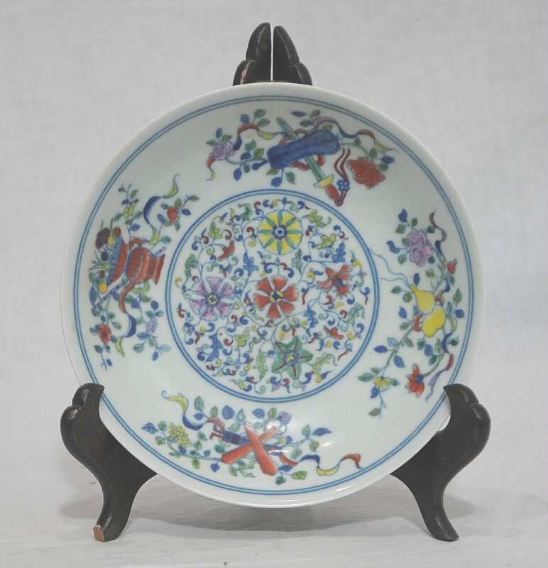 Chinese  Dou-Cai  Porcelain  Plate  With  Mark