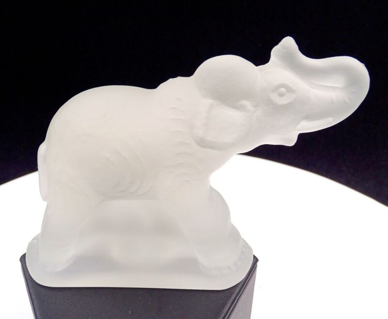 "L E SMITH GLASS #6646 FROSTED TRUNK UP ELEPHANT 3 1/2"" FIGURINE"