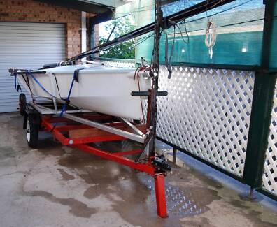 Sailing boat / dinghy with dolly & trailer - Cherub 12'
