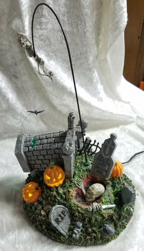 Dept 56 Snow Village Halloween - Escape From the Crypt #56.53160 EUC - Tested