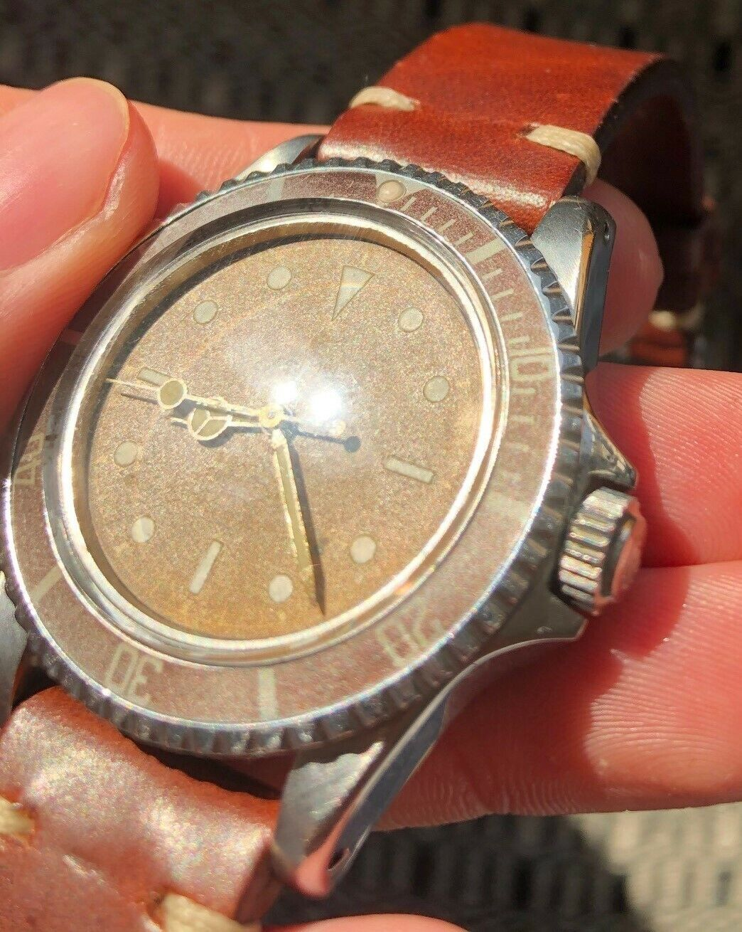 """Rare Rolex Tudor Submariner ref. 7928 PCG with """"Tropical"""" Gilt Chapter Ring Dial - watch picture 1"""