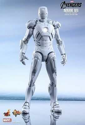 Hot Toys The Avengers Iron Man VII Sub-Zero MMS 329****WITH BROWN SHIPPER***