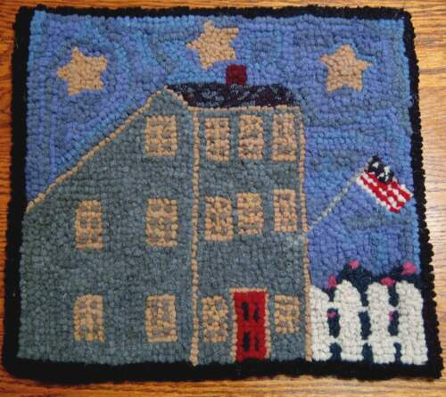 ANTIQUE GREEN SALTBOX Primitive Rug Hooking Kit with #8 Cut wool fabric strips