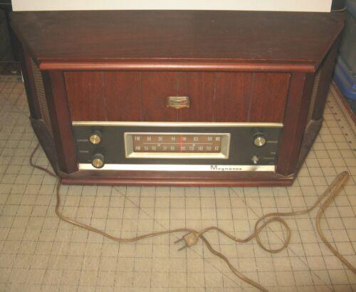 1961? MAGNAVOX OFM022 Table Top AM FM Tube Radio Wooden Cabinet STILL WORKS
