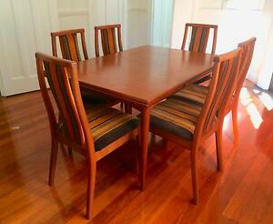 Dining Table & Six Chairs Nowra Nowra-Bomaderry Preview