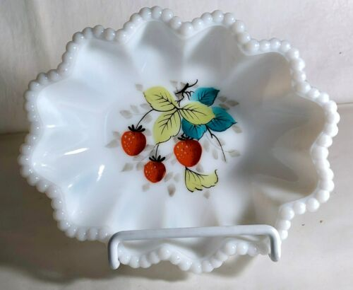 """Westmoreland Beaded Edge 6"""" Strawberry Decorated Crimped Oval Nappy"""
