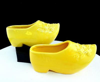 (VINTAGE POTTERY 2 PIECE LEMON YELLOW EMBOSSED FLOWERS 6 1/4