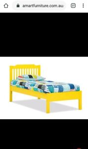 Kids yellow single bed