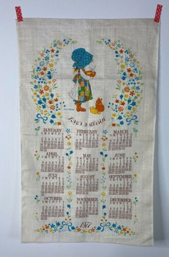 """Vintage HOLLY HOBBIE Kitchen Linen 1977 Hanging Towel CALENDAR """"Loves a Stirrin"""""""