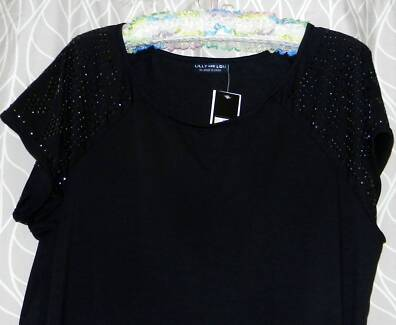 LILY AND LOU BLACK TUNIC TOP WITH CAP SLEEVES. SIZE 18. NWT.