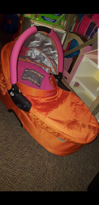 QUINNY ORANGE AND PINK BASSINET