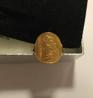 Mens  Full Sovereign gold coin Ring in great condition.Bargain