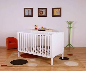Brand New The Baby Palace Pearl baby cot basinett include cot mat