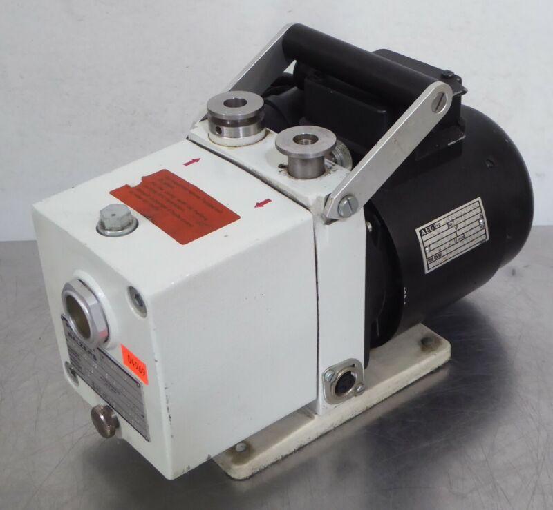 T165689 Pfeiffer Balzers Duo 1.5A Dual Stage Rotary Vane Vacuum Pump PK-D40-703