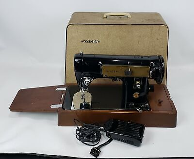 VINTAGE SINGER PORTABLE HEAVY DUTY SEWING MACHINE MODEL 224 RED S W/ ACC & CASE