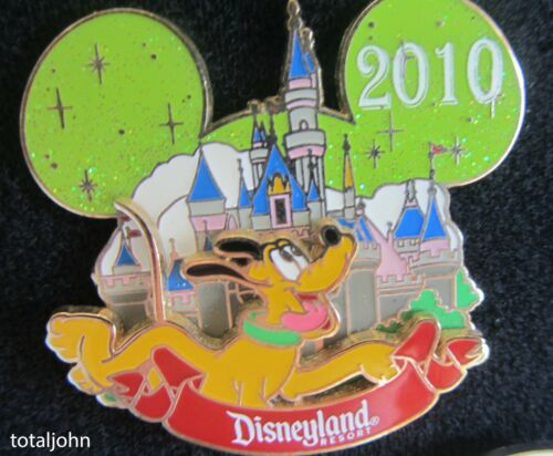 77715 WDW - Characters with Cinderella Castle 2010 - Pluto Pin