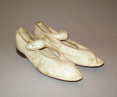 Old antique vtg 1870s White Leather Shoes or Slippers Small Size 4 Girls Womans