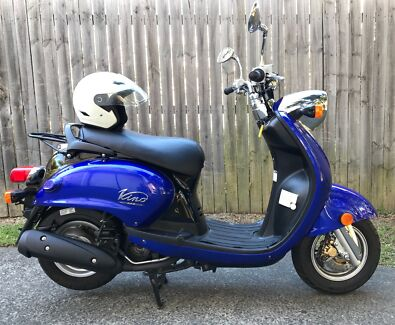 Yamaha scooter in excellent condition & 1 year REGO