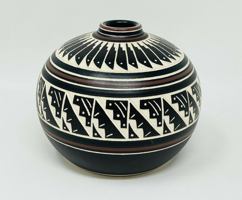 Cynthia Yazzie Navajo Vase Pot Hand Etched Painted Pottery Native American