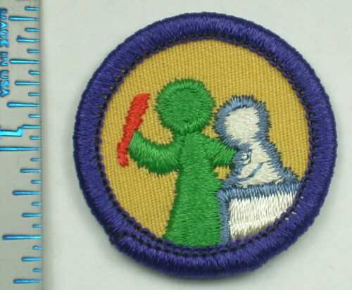 Vintage Girl Scout Badge - Art in the Round - 1980-2001 - retired