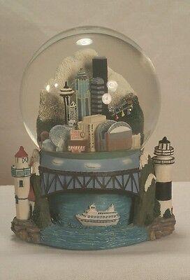 Seattle Snow Globe Snowdome Music Box Collectible Space Needle Glittler Dome