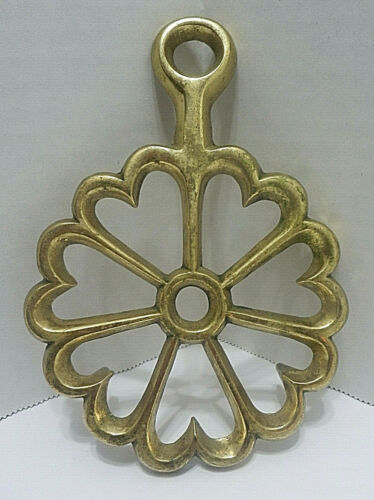 Vintage Virginia Metalcrafters Hearts in a Circle Brass Trivet Metalware Decor
