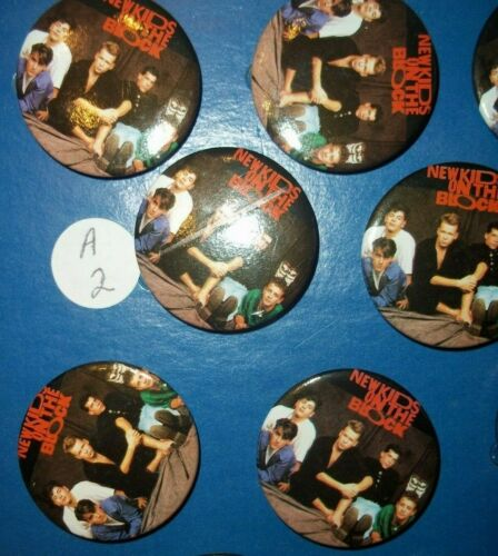 "THE NEW KIDS ON THE BLOCK GROUP 1989 BUTTON 1 1/2"" ROUND ORIGINAL AND VINTAGE"
