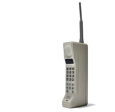 """Das erste """"Handy"""" war noch wenig handlich: Motorola DynaTAC 8000X. (© Motorola)"""