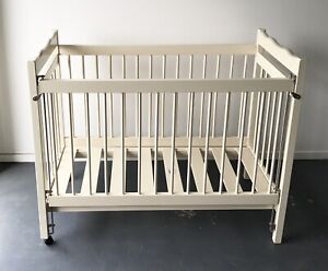 Baby cot in excellent conditions!