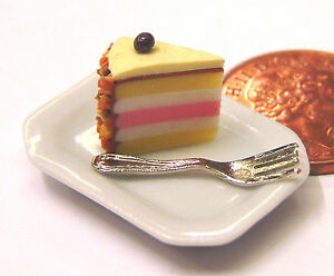 1-12-Scale-Slice-Of-Cake-On-A-Plate-Dolls-House-Miniature-Food-Accessory-SC2
