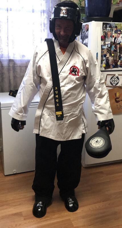 "Tiger Rock Taekwondo Martial Arts Equipment/Sparring Gear Medium 6/200 ""reduced"""