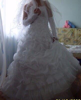 Bellissimo Abito da sposa con tutti accessori.