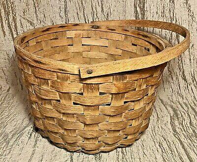 Good for Napkins or Fingertip Towels Vintage Dish Style Basket With top Handle Charming Basket.